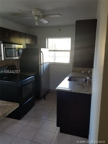 1 Bedroom, Hollywood Lakes Rental in Miami, FL for $1,400 - Photo 2