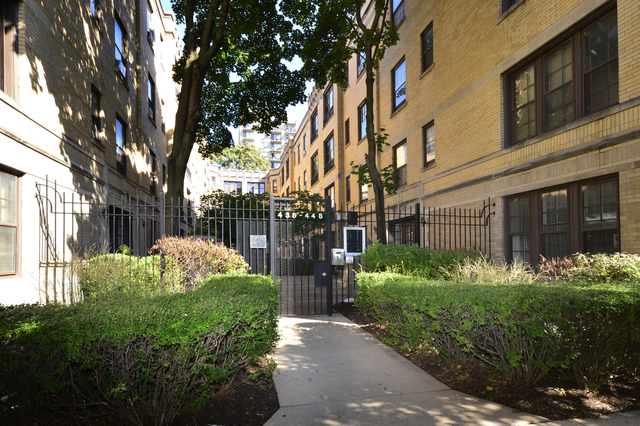 2 Bedrooms, Lake View East Rental in Chicago, IL for $2,100 - Photo 1
