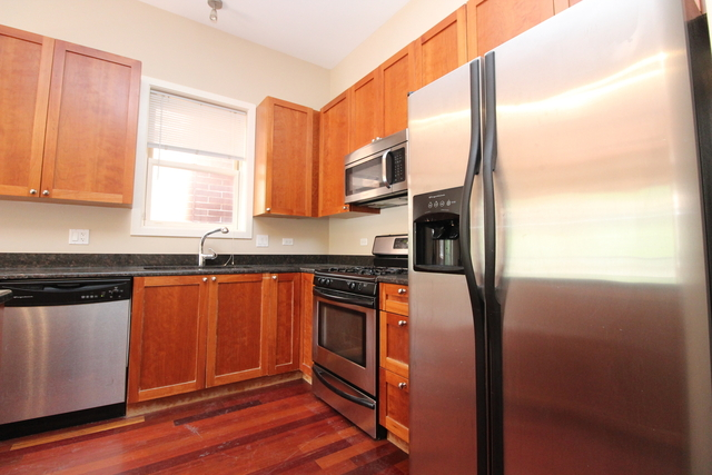 3 Bedrooms, Lakeview Rental in Chicago, IL for $3,500 - Photo 2