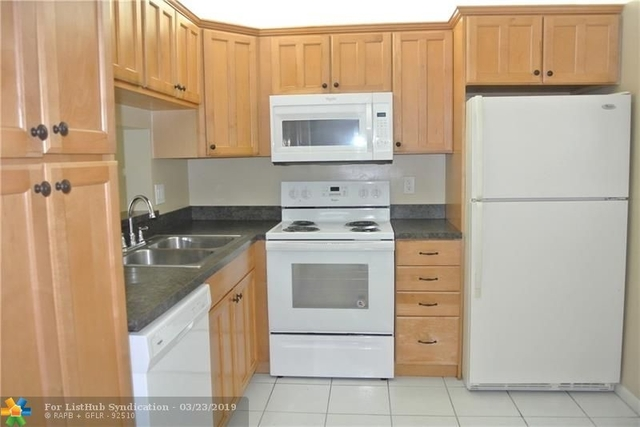 2 Bedrooms, Forest Hills Rental in Miami, FL for $1,300 - Photo 2