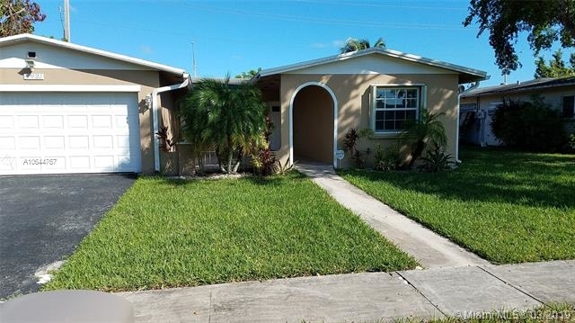 4 Bedrooms, Rainbow Lakes Rental in Miami, FL for $2,550 - Photo 2