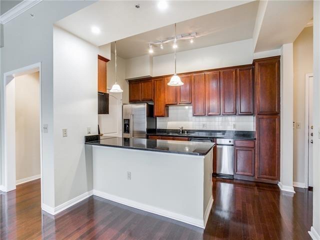 2 Bedrooms, Oak Lawn Rental in Dallas for $2,400 - Photo 2
