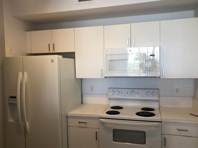 2 Bedrooms, Courtyards in Cityplace Condominiums Rental in Miami, FL for $2,000 - Photo 2