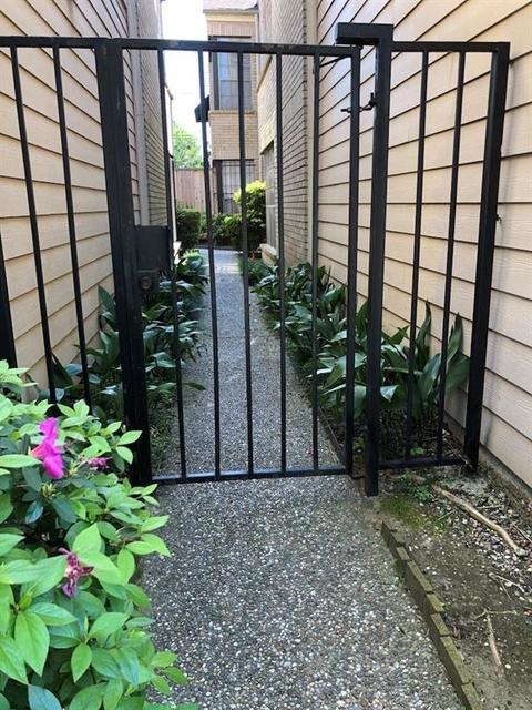 2 Bedrooms, Washington Avenue - Memorial Park Rental in Houston for $1,975 - Photo 2