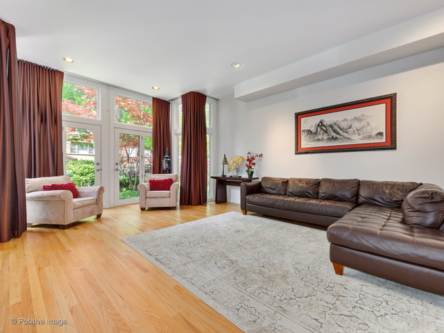 4 Bedrooms, Lakeview Rental in Chicago, IL for $6,500 - Photo 2