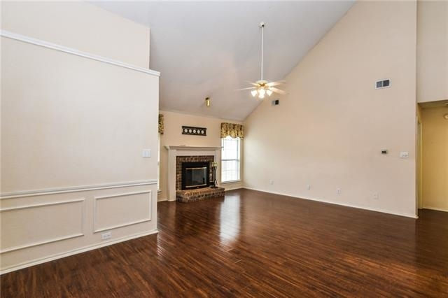 3 Bedrooms, Old Mill Court Rental in Dallas for $2,000 - Photo 2