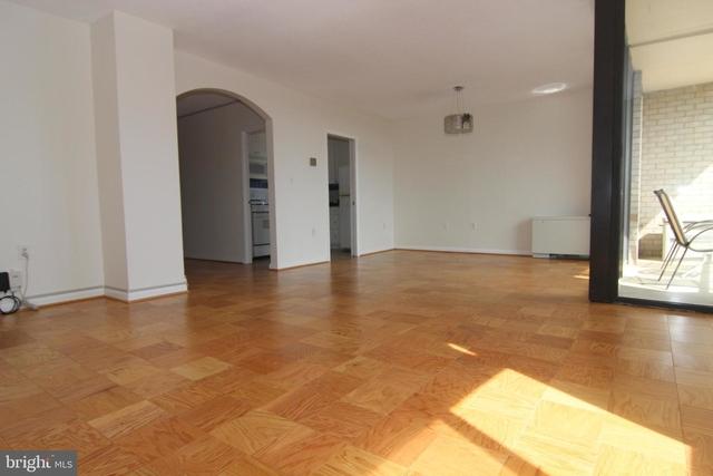 2 Bedrooms, Bethesda Rental in Washington, DC for $2,250 - Photo 2