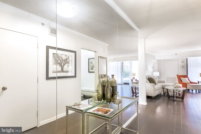 2 Bedrooms, Crystal City Shops Rental in Washington, DC for $3,100 - Photo 2