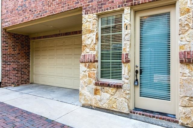 3 Bedrooms, Campus Heights Rental in Dallas for $3,950 - Photo 2
