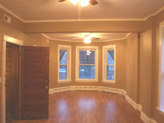 3 Bedrooms, South Shore Rental in Chicago, IL for $1,575 - Photo 2