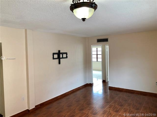2 Bedrooms, Lake Orleans East Rental in Miami, FL for $1,500 - Photo 2
