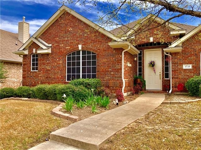 3 Bedrooms, Legend Crest Rental in Dallas for $1,850 - Photo 2