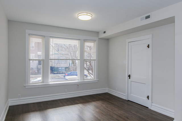 2 Bedrooms, Roscoe Village Rental in Chicago, IL for $2,000 - Photo 2