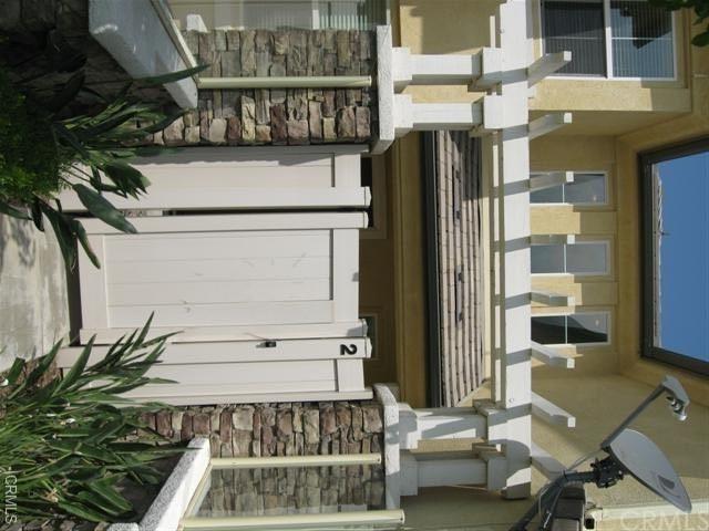 2 Bedrooms, Victoria Rental in Los Angeles, CA for $2,150 - Photo 1