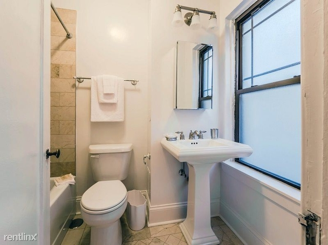 1 Bedroom, Gold Coast Rental in Chicago, IL for $1,840 - Photo 2