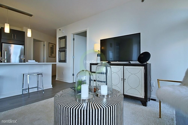 2 Bedrooms, Gold Coast Rental in Chicago, IL for $3,910 - Photo 2