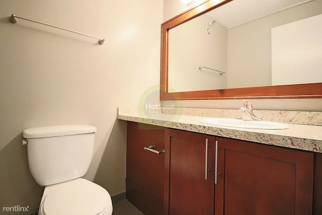 2 Bedrooms, Gold Coast Rental in Chicago, IL for $2,385 - Photo 2
