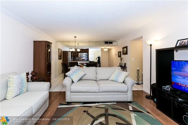 2 Bedrooms, Royal Land Rental in Miami, FL for $1,325 - Photo 2