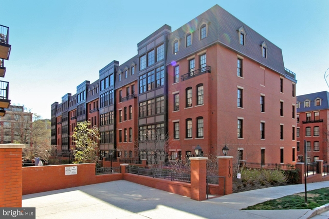 2 Bedrooms, Radnor - Fort Myer Heights Rental in Washington, DC for $4,200 - Photo 1