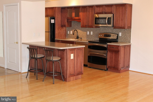 2 Bedrooms, Crystal City Shops Rental in Washington, DC for $2,750 - Photo 2