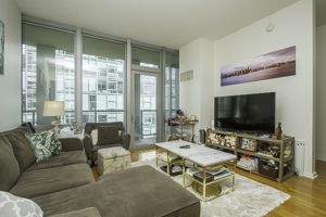 2 Bedrooms, Magnificent Mile Rental in Chicago, IL for $3,000 - Photo 2