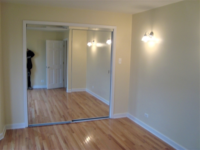 3 Bedrooms, Oak Park Rental in Chicago, IL for $2,595 - Photo 2