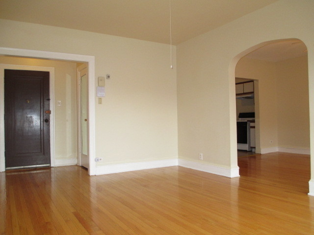 2 Bedrooms, Rogers Park Rental in Chicago, IL for $1,100 - Photo 2