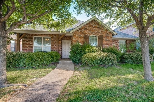 3 Bedrooms, Legend Trails Rental in Dallas for $1,900 - Photo 2