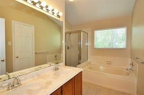 3 Bedrooms, Cochran's Crossing Rental in Houston for $1,700 - Photo 2