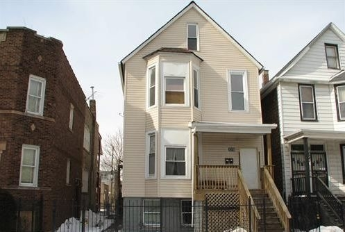 4 Bedrooms, Park Manor Rental in Chicago, IL for $1,200 - Photo 1