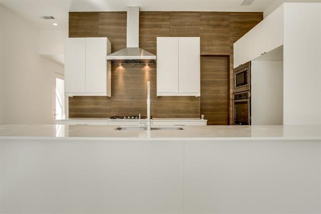 2 Bedrooms, Central Dallas Rental in Dallas for $3,700 - Photo 2