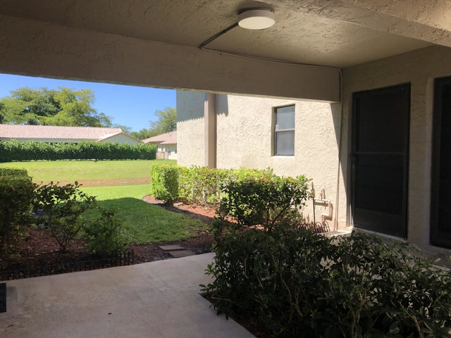 2 Bedrooms, Country Club Rental in Miami, FL for $1,300 - Photo 2