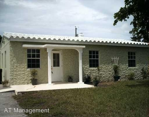 5 Bedrooms, Lauderdale Manors Rental in Miami, FL for $2,300 - Photo 1