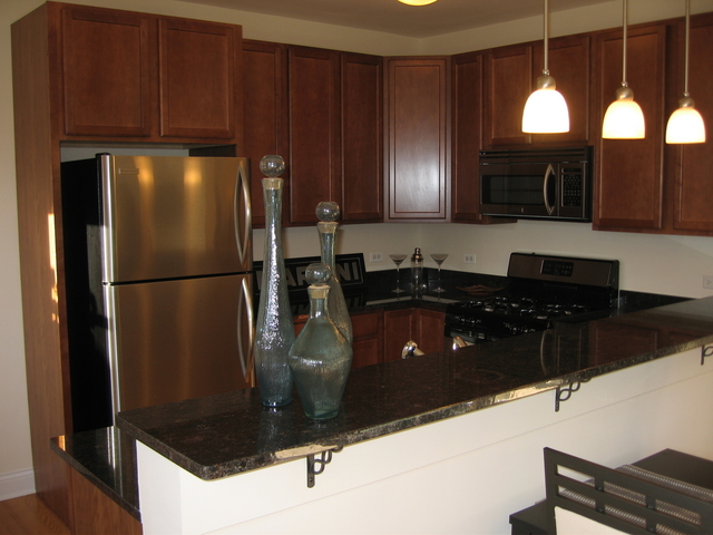 3 Bedrooms, Rogers Park Rental in Chicago, IL for $1,925 - Photo 2
