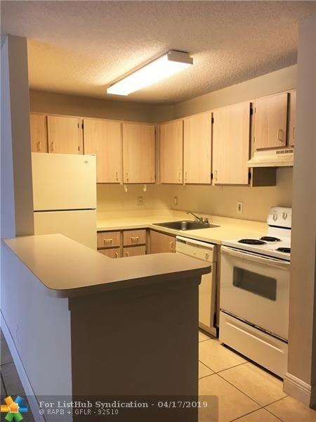 2 Bedrooms, Jacaranda West Rental in Miami, FL for $1,430 - Photo 2