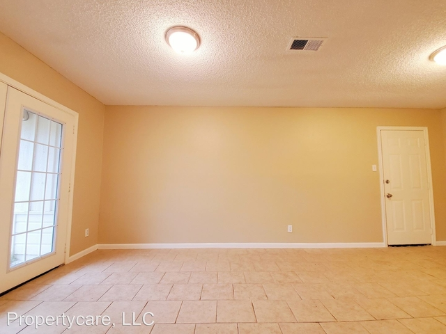 3 Bedrooms, Clearview Terrace Rental in Houston for $1,345 - Photo 2