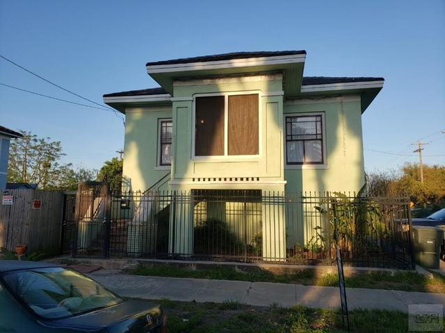 3 Bedrooms, Downtown Galveston Rental in Houston for $1,700 - Photo 1