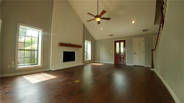 3 Bedrooms, Los Rios Rental in Dallas for $1,950 - Photo 2