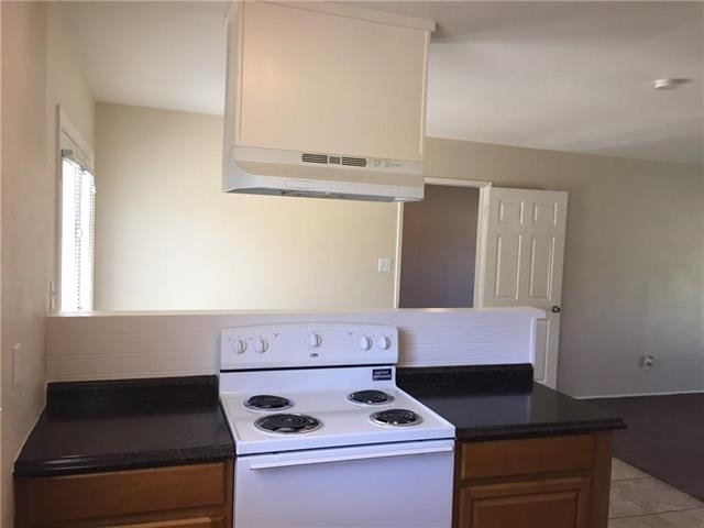 3 Bedrooms, Woods-Sugarberry Rental in Dallas for $1,275 - Photo 2