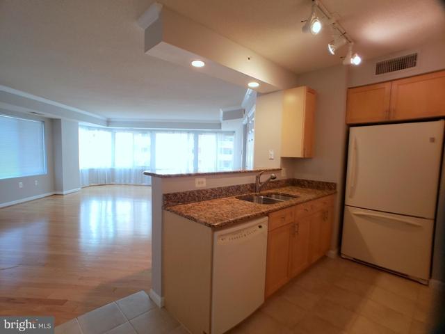 2 Bedrooms, Northampton Place Condominiums Rental in Washington, DC for $2,300 - Photo 2