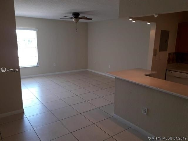 2 Bedrooms, Royalton on The Green Rental in Miami, FL for $1,425 - Photo 1