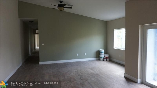 3 Bedrooms, South Middle River Rental in Miami, FL for $2,600 - Photo 1