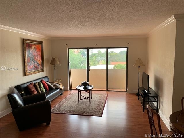 2 Bedrooms, Coral Gables Section Rental in Miami, FL for $2,200 - Photo 2