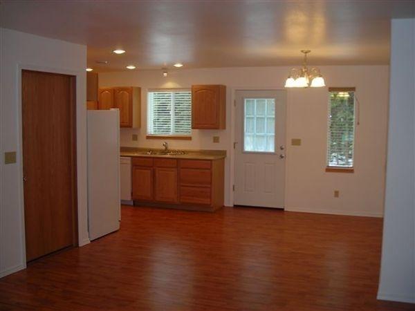 3 Bedrooms, Ridgeway Rental in  for $1,365 - Photo 2