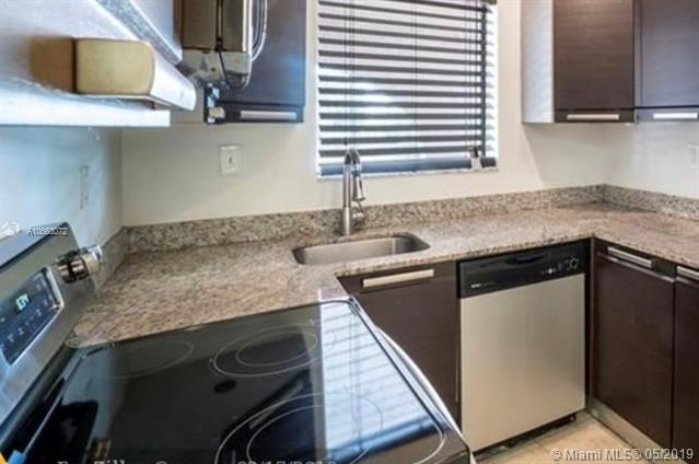 2 Bedrooms, Country Club Rental in Miami, FL for $1,500 - Photo 2
