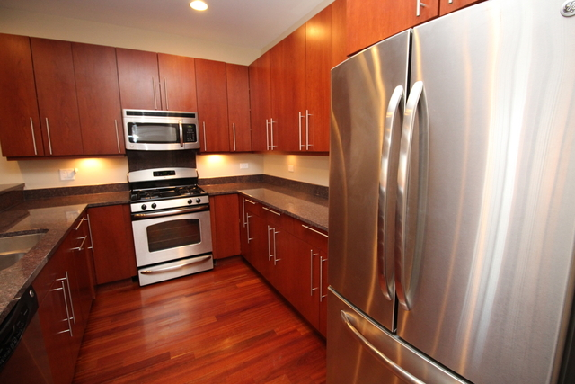 3 Bedrooms, Roscoe Village Rental in Chicago, IL for $3,175 - Photo 2