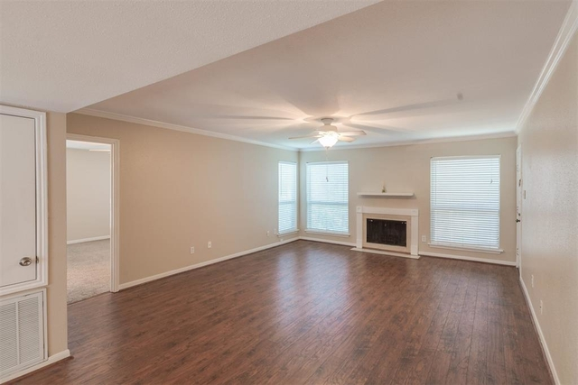 2 Bedrooms, River Oaks Place Condominiums Rental in Houston for $1,700 - Photo 2
