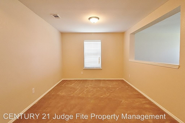3 Bedrooms, Harmony Hills Rental in Dallas for $1,695 - Photo 2