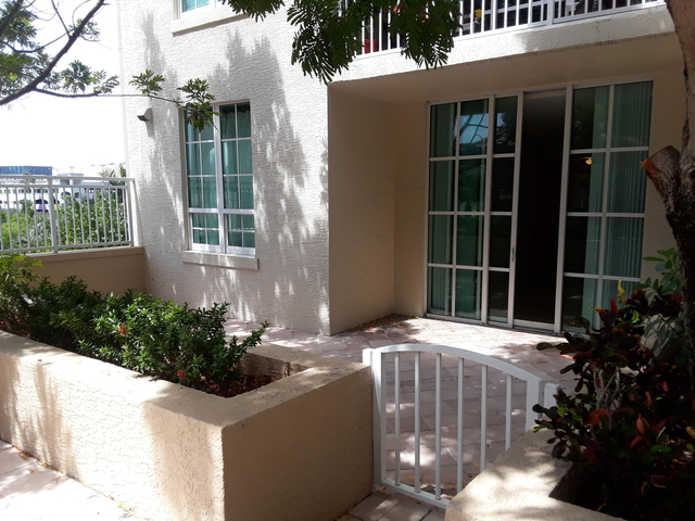 2 Bedrooms, Downtown West Palm Beach Rental in Miami, FL for $2,000 - Photo 1