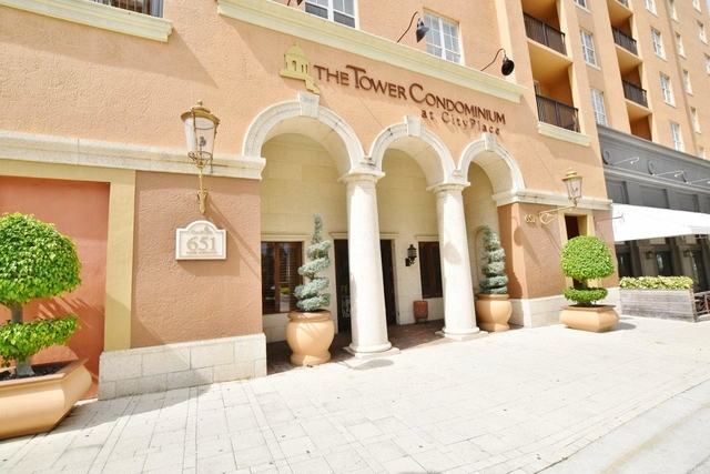 2 Bedrooms, Courtyards in Cityplace Condominiums Rental in Miami, FL for $3,000 - Photo 2